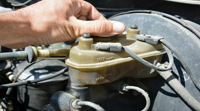 test alternator by removing battery cable